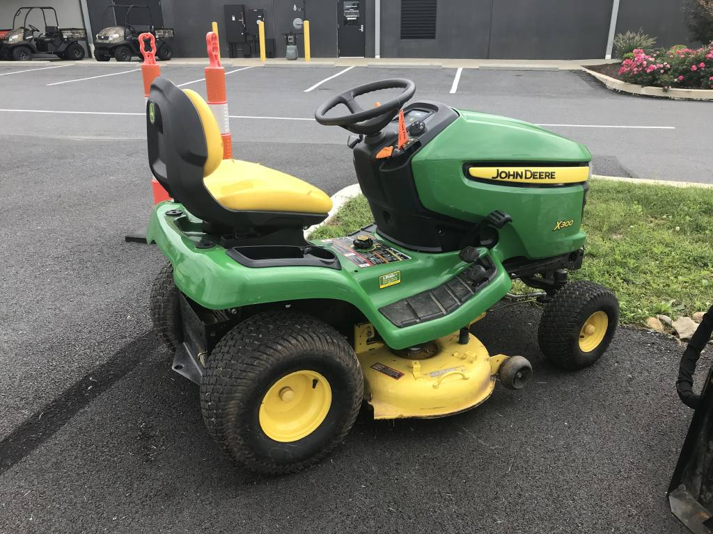 0 John Deere X300 (42 In ) For Sale in Leesport, PA - Equipment Trader